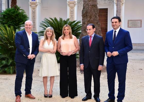 """Susana Díaz confía en que la Alianza por el Turismo Innovador y Competitivo se traduzca en """"empleo digno"""" en el sector"""