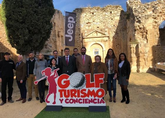 Fernández señala que la actividad 'Golf, Turismo y Conciencia' representa la unión entre patrimonio, deporte y solidaridad
