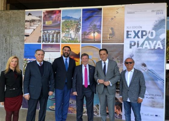 Fernández valora el esfuerzo de los empresarios del segmento de 'sol y playa' por mantener el destino abierto todo el año