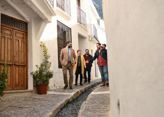 Fernández apuesta por la creación de un catálogo de recursos turísticos para aprovechar todo el potencial de la Alpujarra