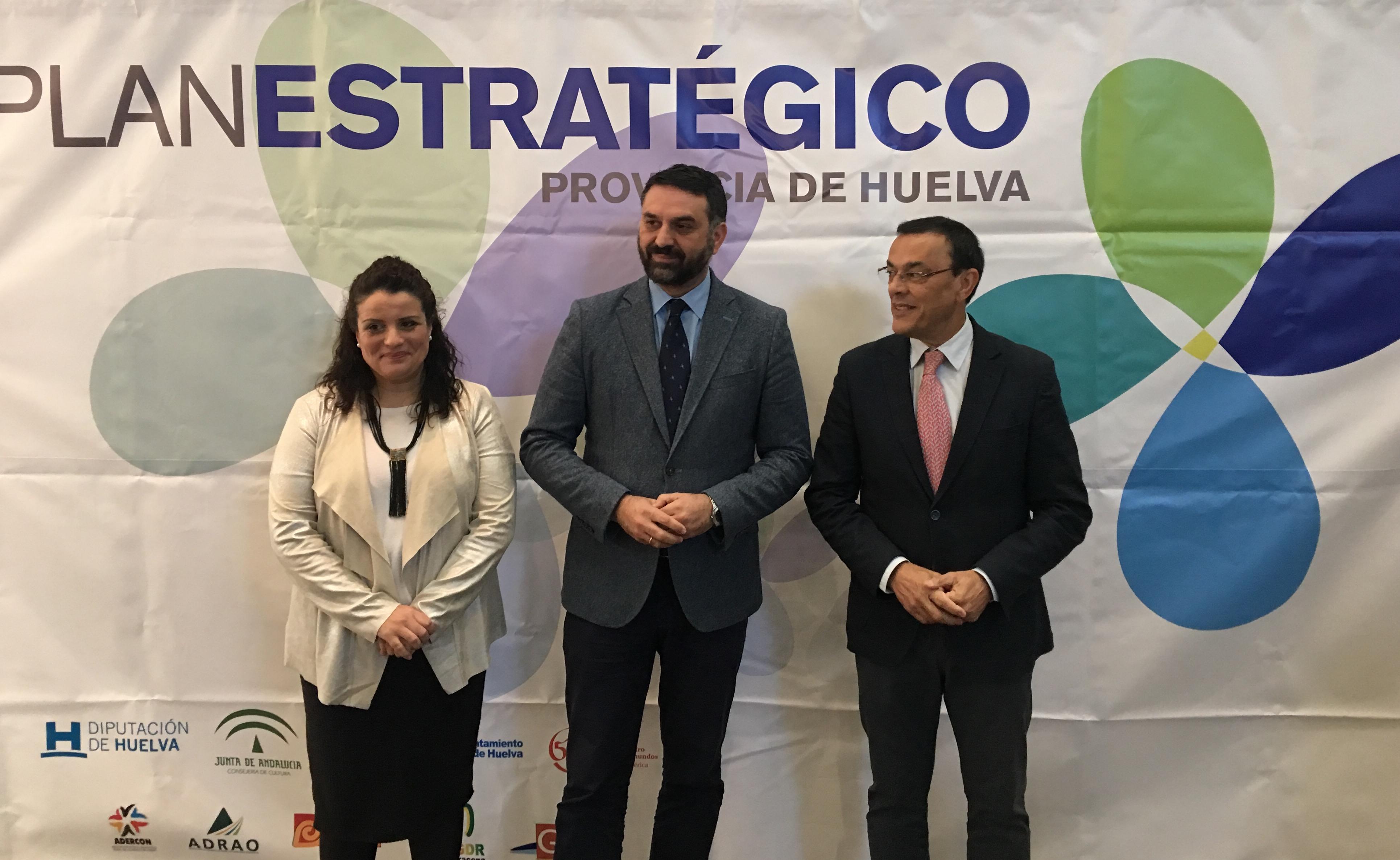 """Fernández señala la planificación y la ordenación de la oferta como """"claves de éxito de futuro"""" para el turismo de Huelva"""