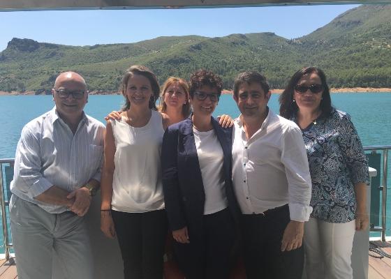 Jaén refuerza la competitividad de su oferta con las nuevas instalaciones turísticas y el barco solar del pantano del Tranco