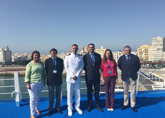Fernández apuesta por una acción coordinada de los puertos de Andalucía para promocionar el segmento de cruceros