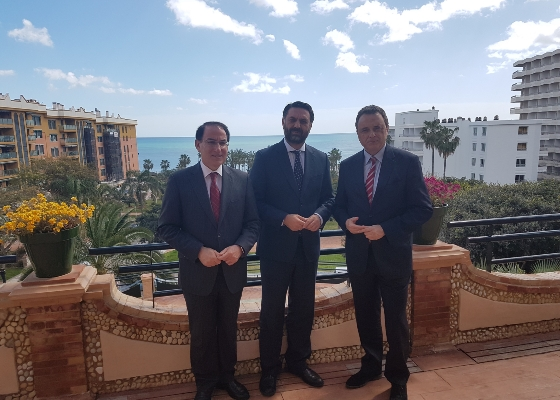 Fernández anuncia incentivos por importe de 3,2 millones para la innovación de las pymes de destinos pioneros del litoral