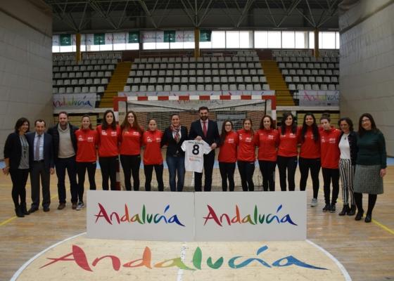 El Club de Balonmano Femenino Málaga Costa del Sol lucirá está temporada en su camiseta la marca del destino Andalucía