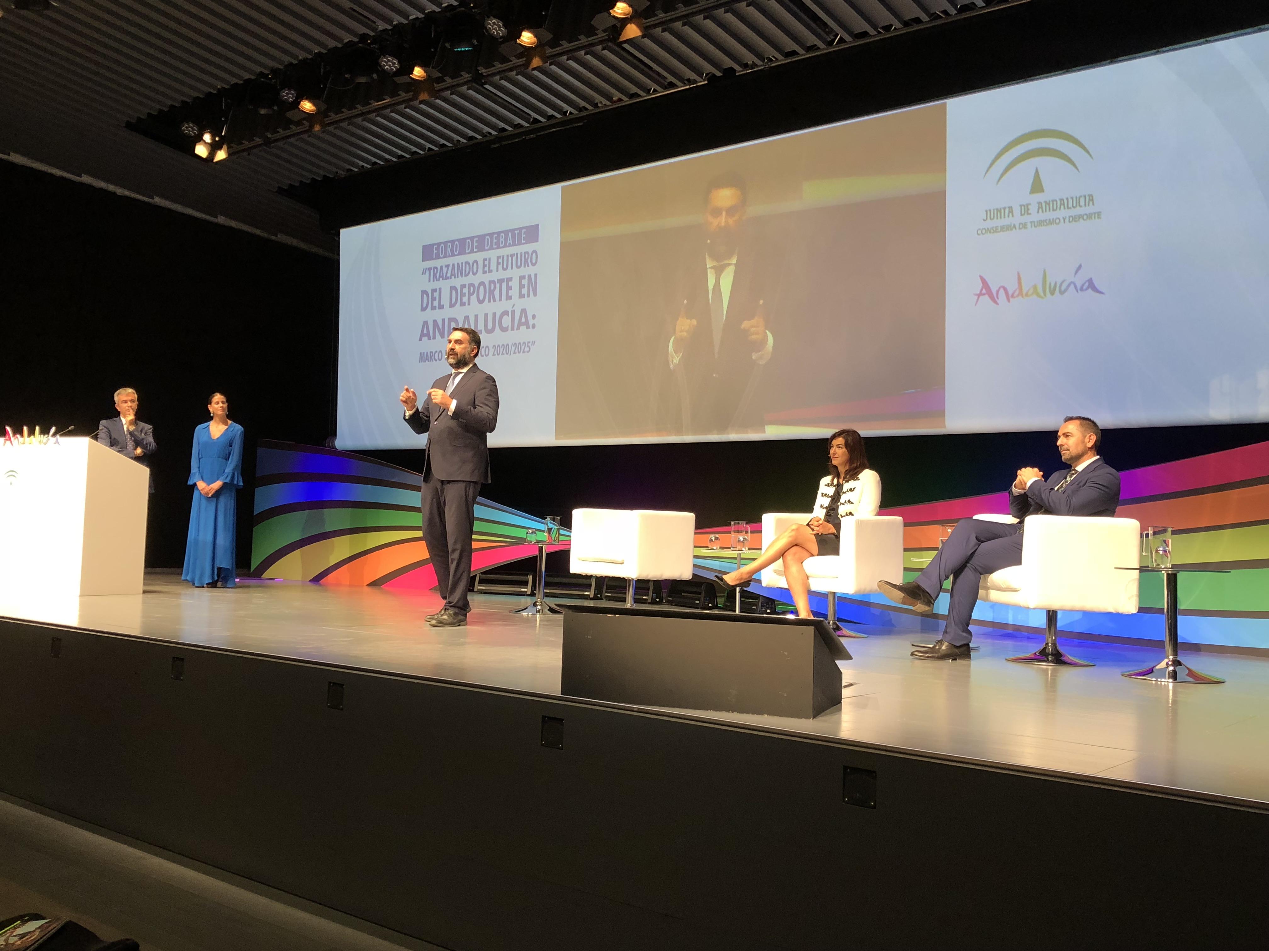 Fernández inauguró un encuentro que reúne a más de 300 personas de personas entre profesionales, expertos y representantes institucionales