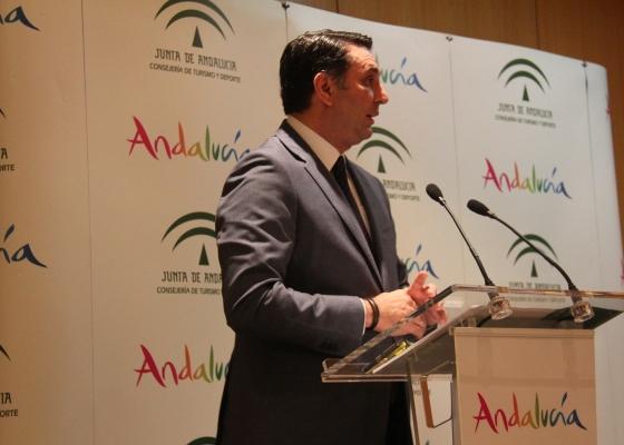 Fernández anuncia un refuerzo al apoyo de clubes, deporte base y federaciones, y nuevas ayudas para infraestructuras