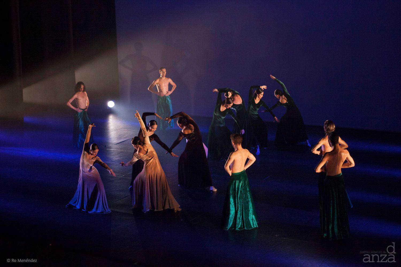 Taller 'Luces y Sombras /Generaciones'. Pieza 'Bengalí', coreografía de Miguel Ángel Corbacho (fotografía: Ro Menéndez)