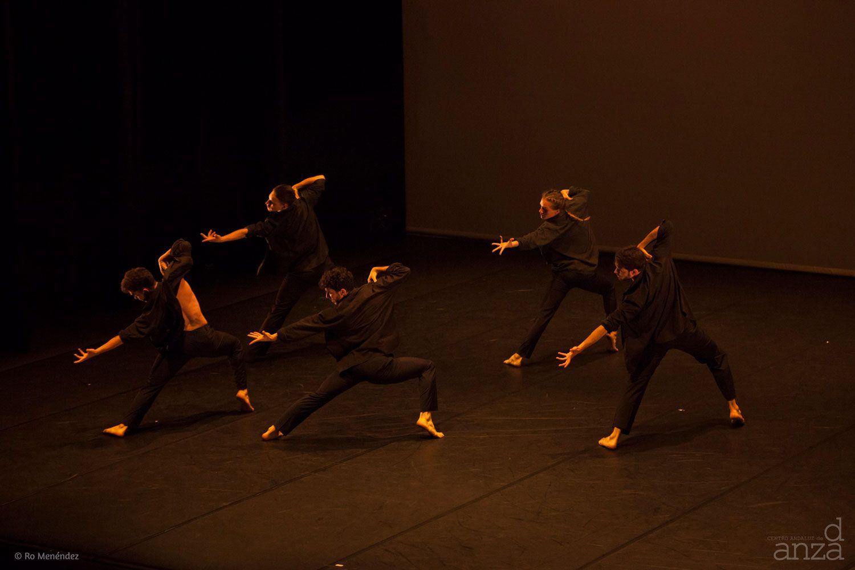Taller 'Luces y Sombras /Generaciones'. Pieza 'Luces y Sombras', coreografía de Pilar Pérez Calvete, Raúl Heras, Diana Noriega (fotografía: Ro Menéndez)