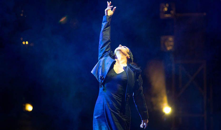 La bailaora Eva Yerbabuena, durante el espectáculo de 'Lorca y Granada en los Jardines del Generalife'