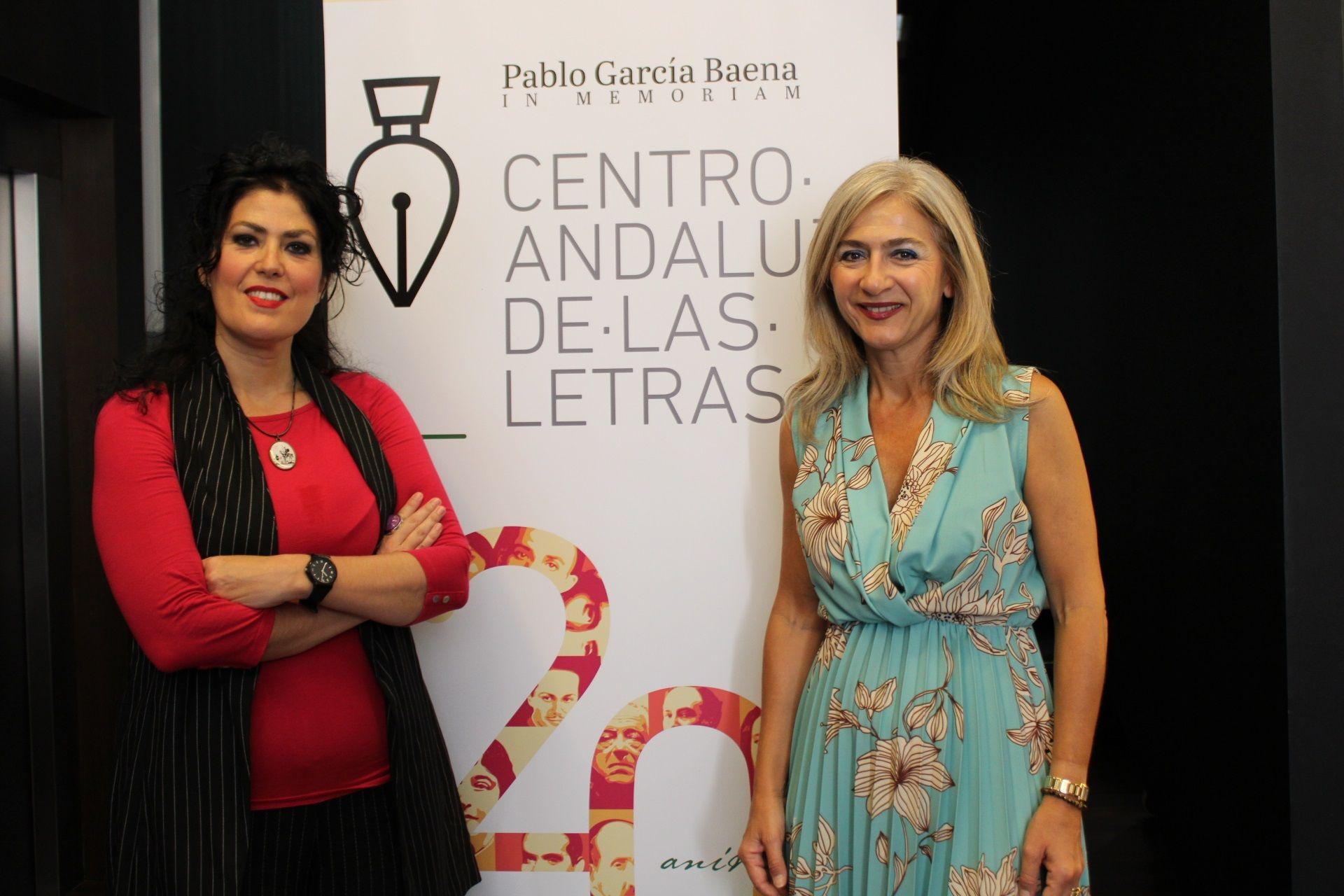 Del Pozo junto a la nueva directora del Centro Andaluz de las Letras en Málaga