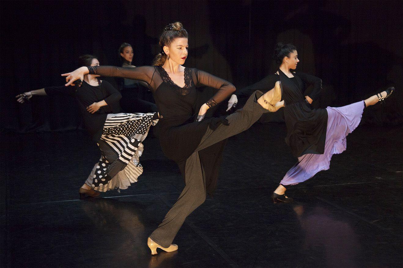 Clase de danza estilizada (fotografía: Ro Menéndez)