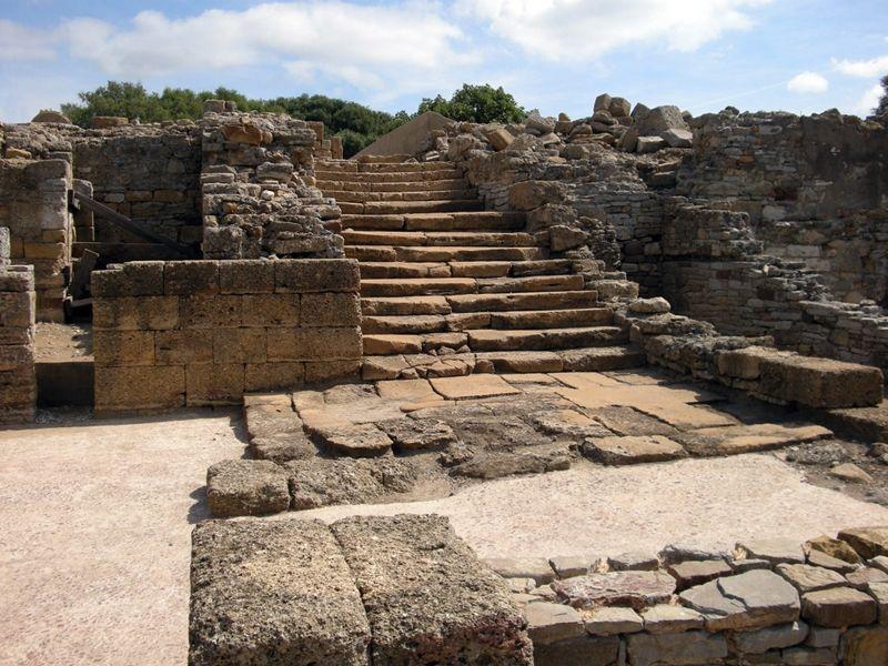 Enclave Arqueológico de Carteia. Escalera monumental