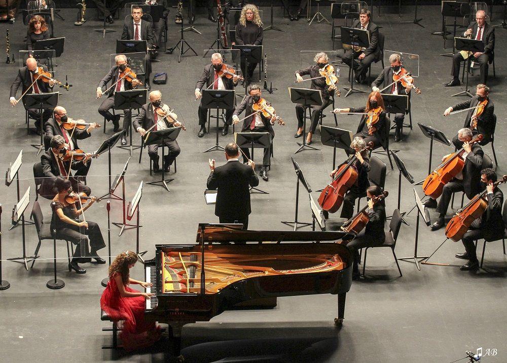 Jesús Reina, violín. Diana Larios, soprano. Carla Román, piano. Orquesta de Córdoba dirigida por Mauricio Linari © Antonio Barce