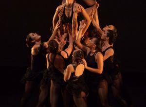 Taller 'Luces y Sombras /Generaciones'. Pieza 'Kosmos', coreografía de Carolina Armenta (fotografía: Ro Menéndez)