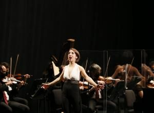 Jesús Reina, violín. Diana Larios, soprano. Carla Román, piano. Orquesta de Córdoba dirigida por Mauricio Linari © Jesús Heredia