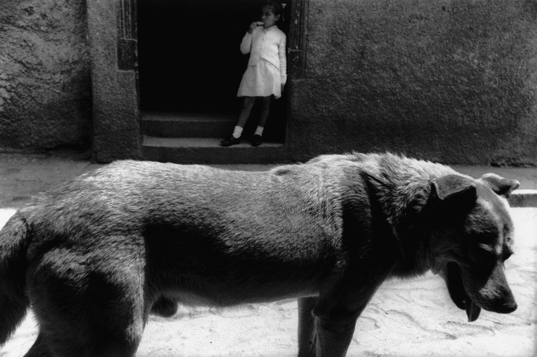 © Sergio Larraín / Magnum Photos. Valparaíso, Chile, 1963.