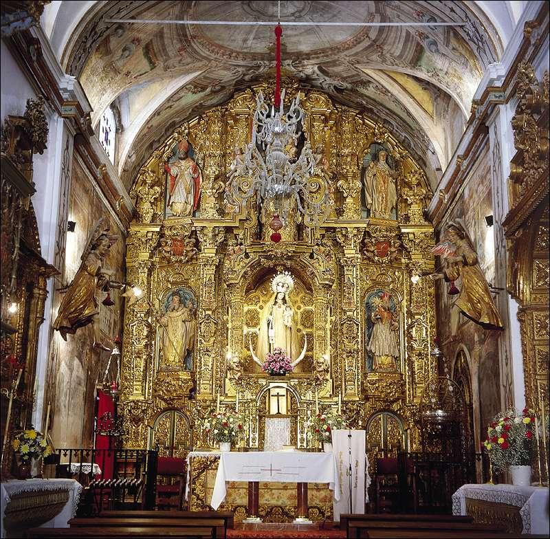 Vista de la nave de la iglesia y su retablo mayor desde el coro. Fuente: Instituto Andaluz del Patrimonio Histórico