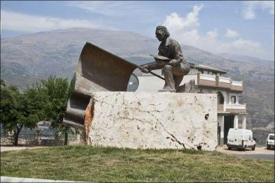 Escultura homenajo al Abanderado Autor: Mª del Rosario Ortiz Amores Fecha: 2010 Fuente: Instituto Andaluz del Patrimonio Histórico
