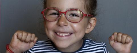 Fotografía de una niña sonriendo