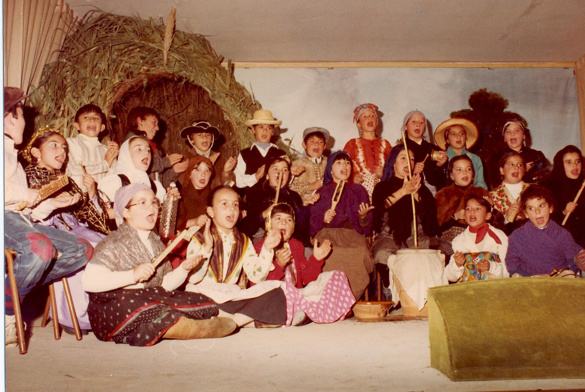 Grupo zambomba (Grupo Zambomba Juan Apresa 1983-85 04.jpg)