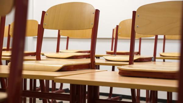 Fondo ( chair-chairs-class-256491.jpg )