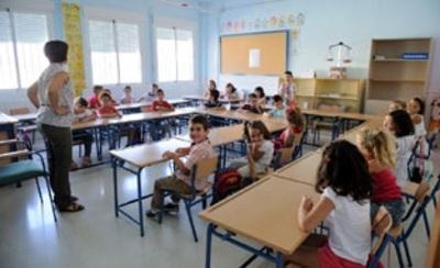 Profesora dando clase