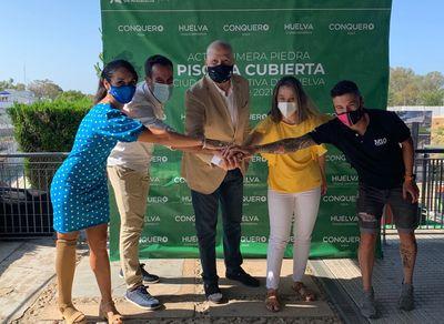 Imbroda en el acto de colocación de la primera piedra de la nueva piscina de la Ciudad Deportiva de Huelva