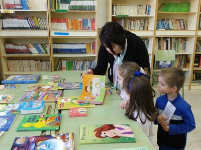 http://www.juntadeandalucia.es/educacion/webportal/web/portal-libro-abierto/analisis-en-profundidad/-/noticia/detalle/libro-abierto-biblioteca-escolar-y-familias-lectoras-construyendo-juntos
