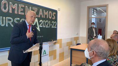Imbroda durante la inauguración del curso 2021/2022 en el IES Antonio Álvarez López (Gelves, Sevilla)