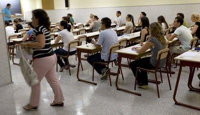 Prueba Bachiller (Adultos_haciendo examen.jpg)