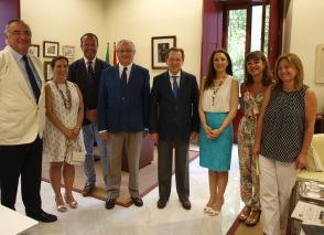 El consejero, con los representantes de los procuradores andaluces