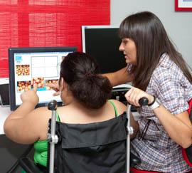 La red de centros Guadalinfo está adaptada para usuarios con discapacidad.