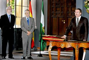 Ángel Gallego toma posesión de su nuevo cargo como presidente del CES.