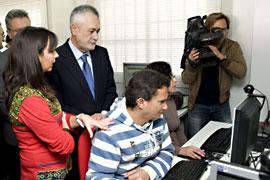 El Presidente de la Junta, Jose Antonio Griñán, durante la visita.