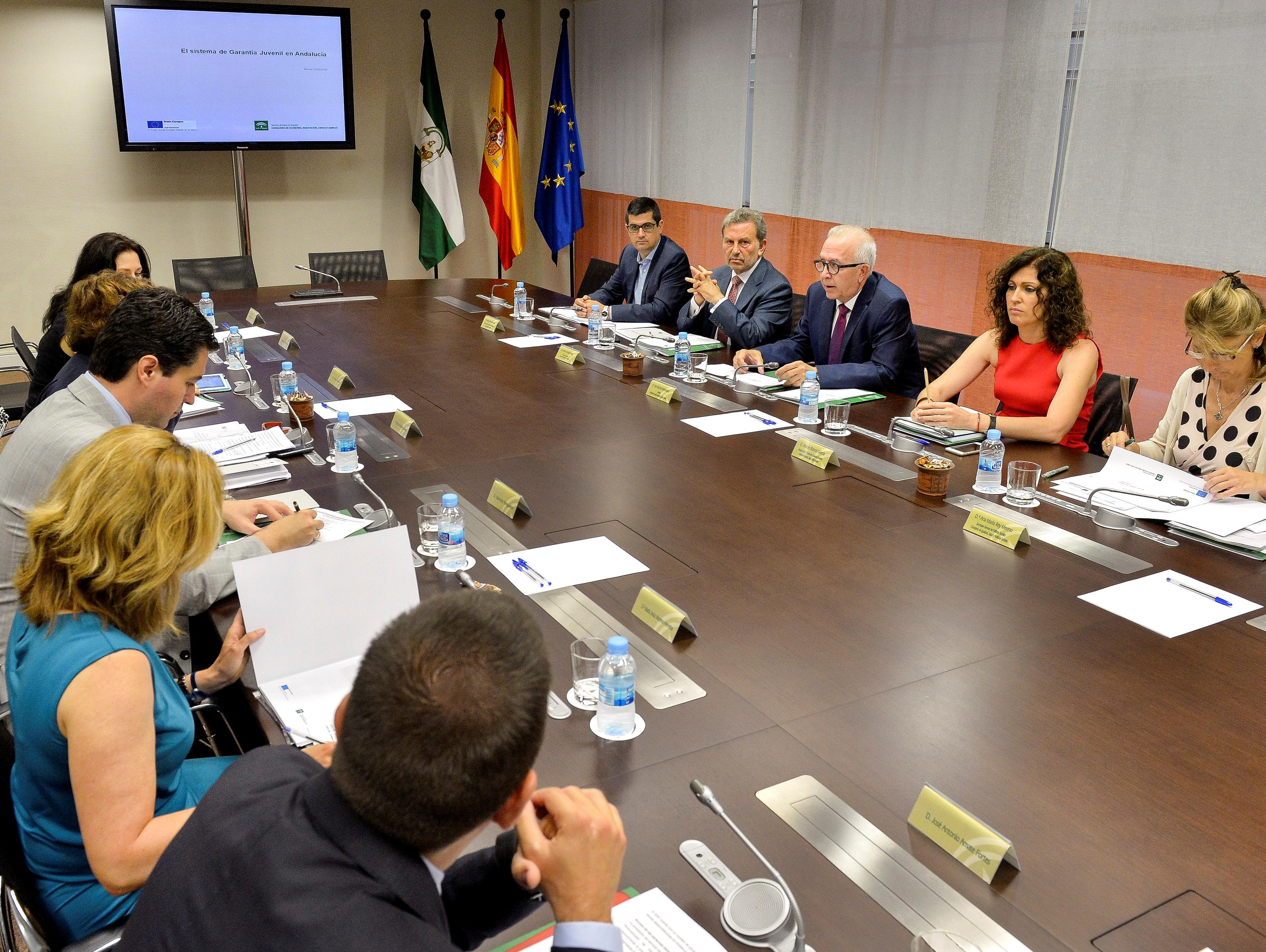 El consejero de Economía, en el encuentro con la Comisión Europea