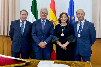 El vicepresidente con los nuevos consejeros del Consejo Consultivo.