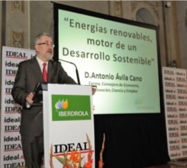 Consejero de Economía durante su intervención en el foro del Ideal.