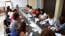 """Mujeres de diferentes comarcas del medio rural andaluz asistentes a la actividad formativa denominada """"Estrategias de comunicación como herramienta de liderazgo y empoderamiento de las mujeres rurales"""" organizada por la Consejería en 2018 en Mollina."""
