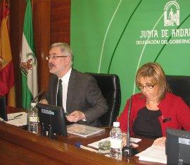 Antonio Ávila, acompañado de la delegada del Gobierno, Purificación Gálvez