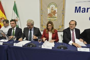 Un momento de la firma en Cádiz.