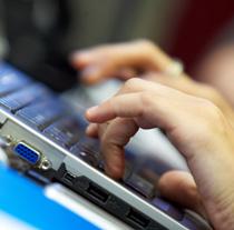 La Junta desarrolla desde 2002 numerosos programas para la estimulación de las TIC (Foto EFE).