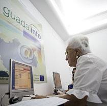 Guadalinfo promueve la igualdad en el acceso a las nuevas tecnologías