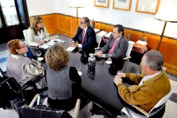 Un momento de la reunión con CERMI.