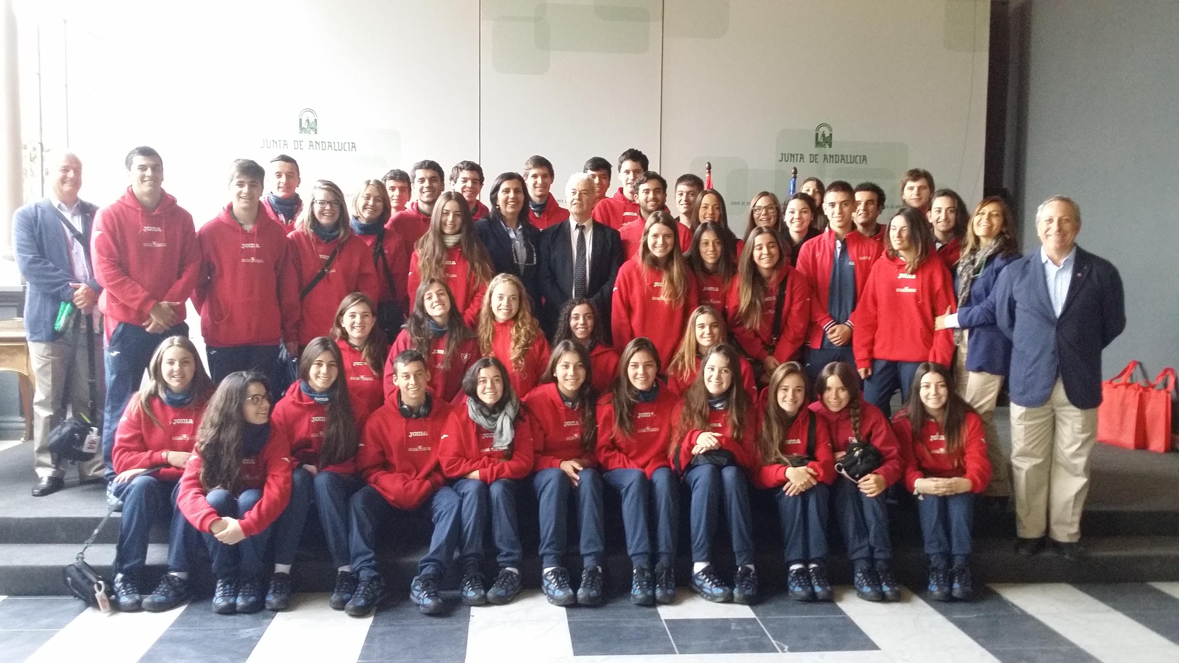 Los jóvenes chilenos durante su visita al Palacio de San Telmo.