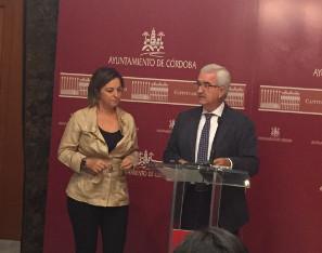 El vicepresidente con la alcaldesa de Córdoba.