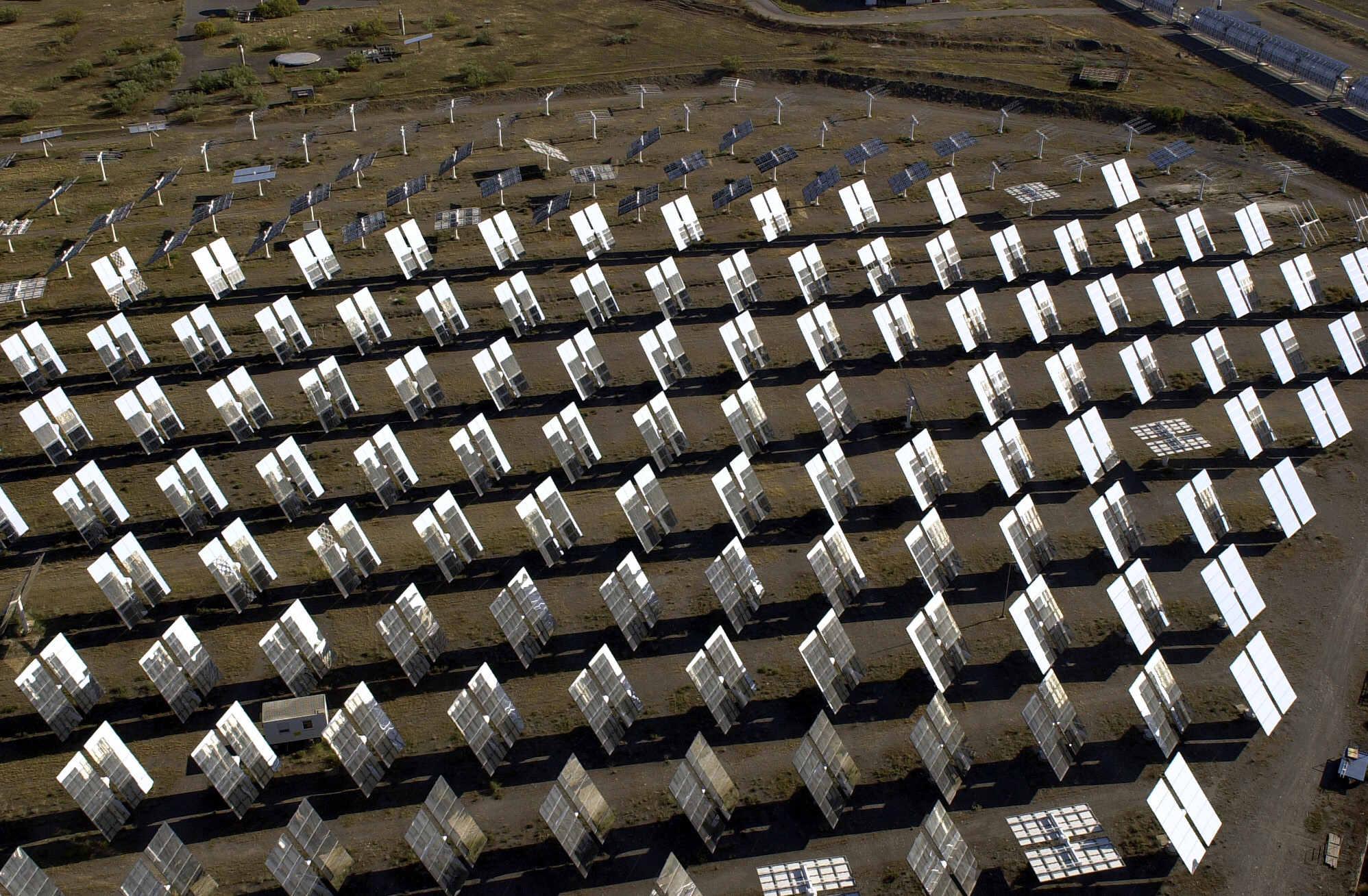 Una planta de paneles solares