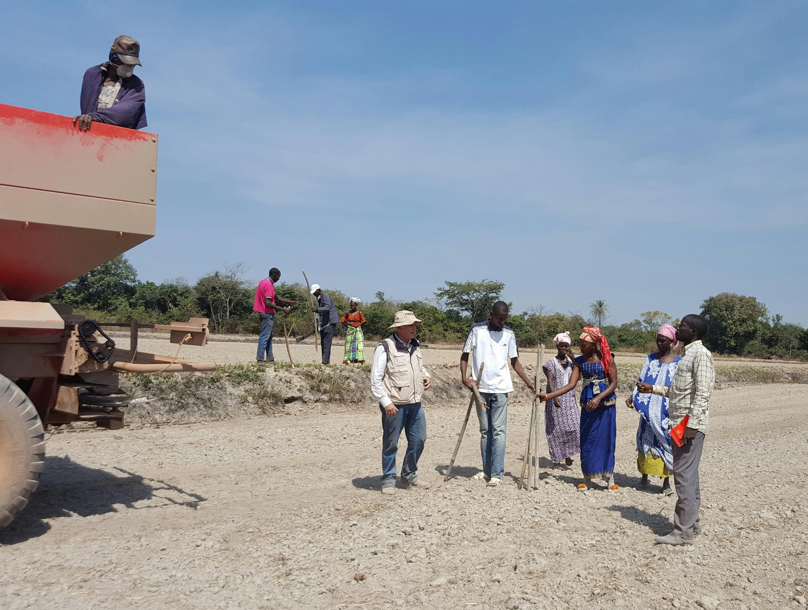 Ifapa colabora con Periodistas Solidarios para mejorar la cosecha de arroz de la aldea guineana Candemba-Uri
