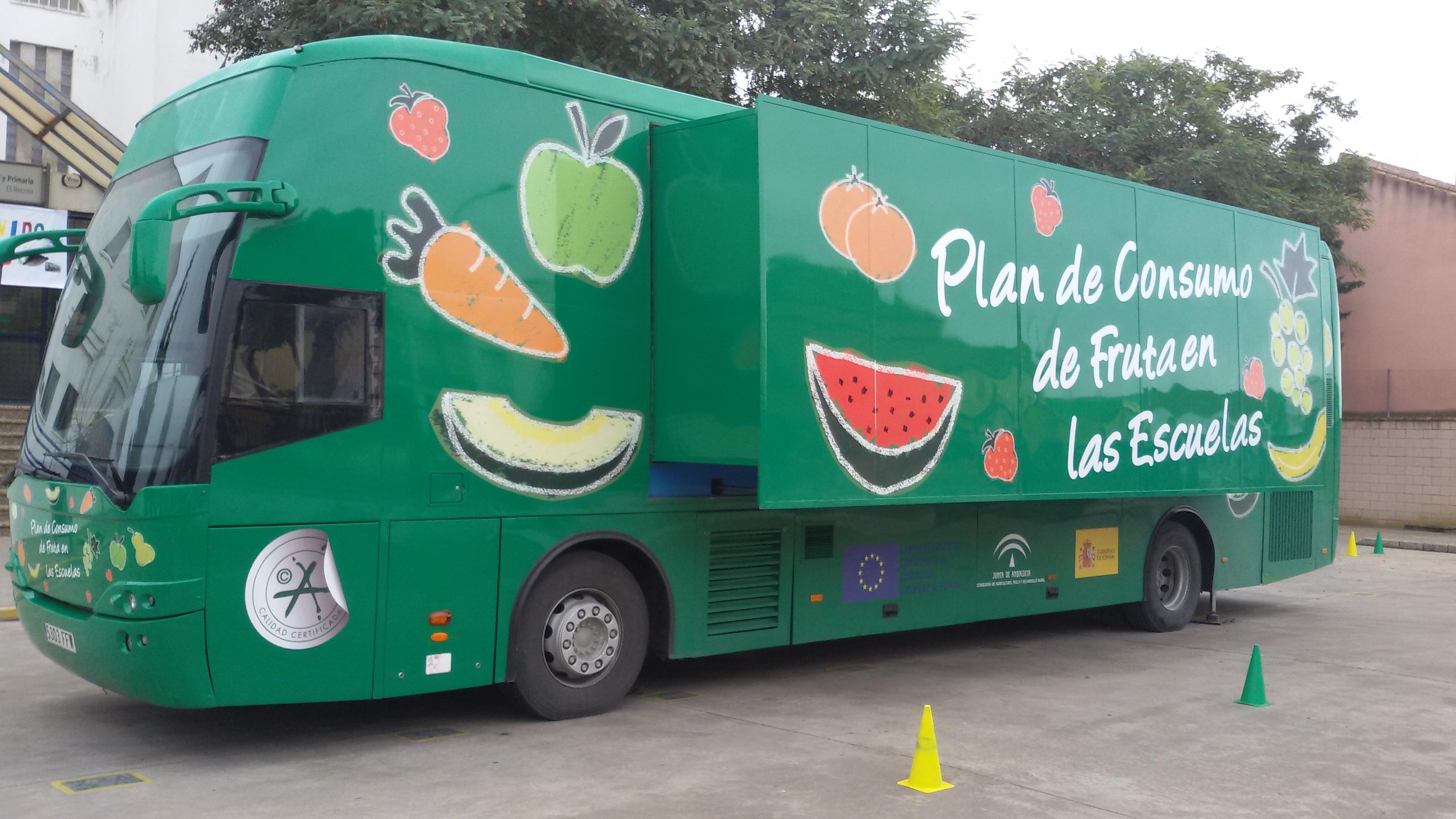 El Frutibús visitará más de 150 centros escolares de las ocho provincias andaluzas en el curso escolar 2016-2017