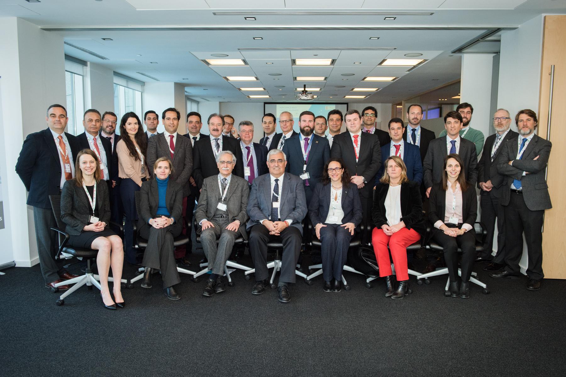 Foto de familia del consejero con empresas andaluzas del sector aeronáutico e instituciones canadienses.